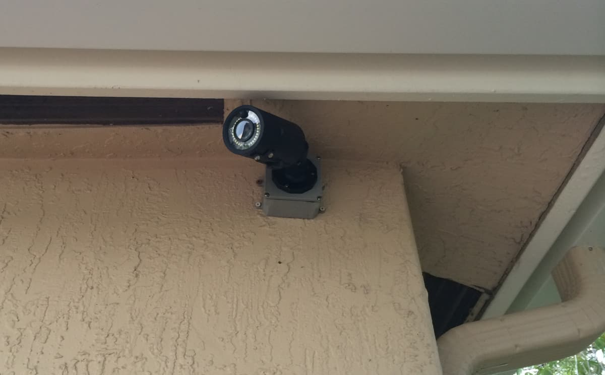 Cctv Camera With Pir Motion Detector Light And Alarm Relays